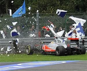 Lewis Hamilton admits F1 crash was his fault