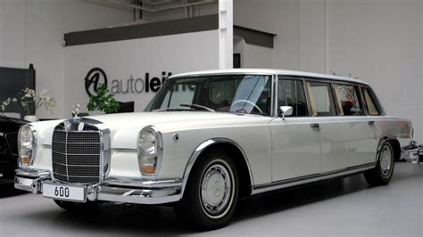 The model came in a short and long wheelbase pullman chassis. Cette Mercedes 600 Pullman restomod est la limousine ...