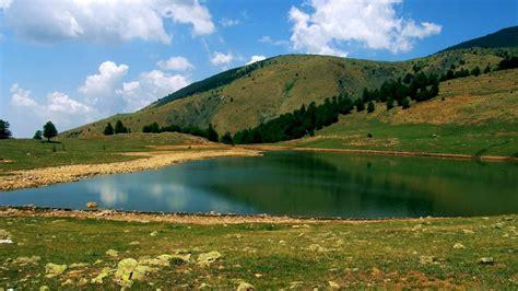 Liqeni i Zi: Shërim, freski dhe aventurë pranë Gramshit ...