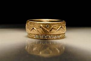Carved mountain gold wedding band for grooms onewedcom for Carved wedding ring