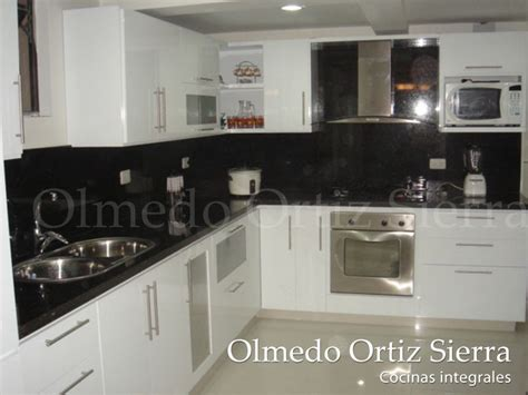 cocina blanca en   marmol negro cocinas integrales