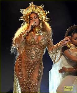Pregnant Beyoncé Bares Baby Bump in Projections for ...
