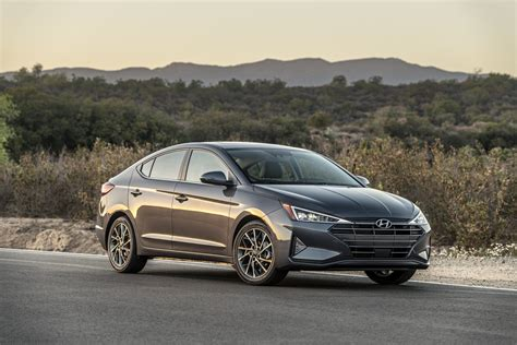 2019 Hyundai Elantra Facelift Rendered - autoevolution