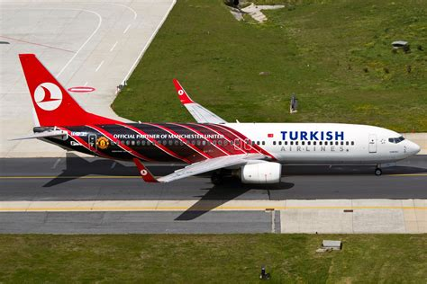 manchester united original file turkish airlines boeing 737 800 manu karakas jpg