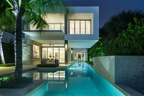 Moders Gardens by Dramatic Miami Residence Offers Luxury Draped In Coastal