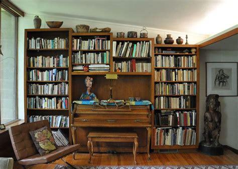 id love      built  shelves flanking