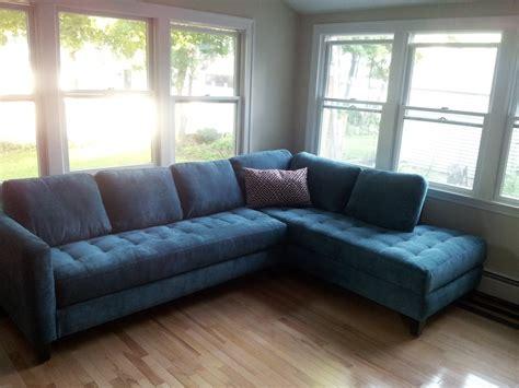blue velvet sofa living room decorate using navy velvet sofa http sofadesign