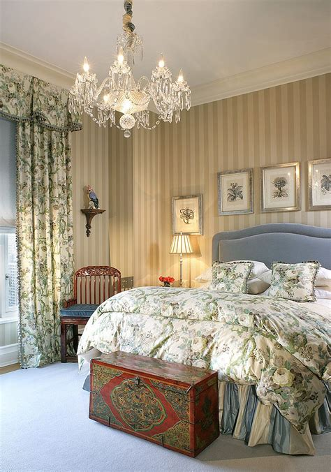 25 Victorian Bedrooms Ranging From Classic To Modern