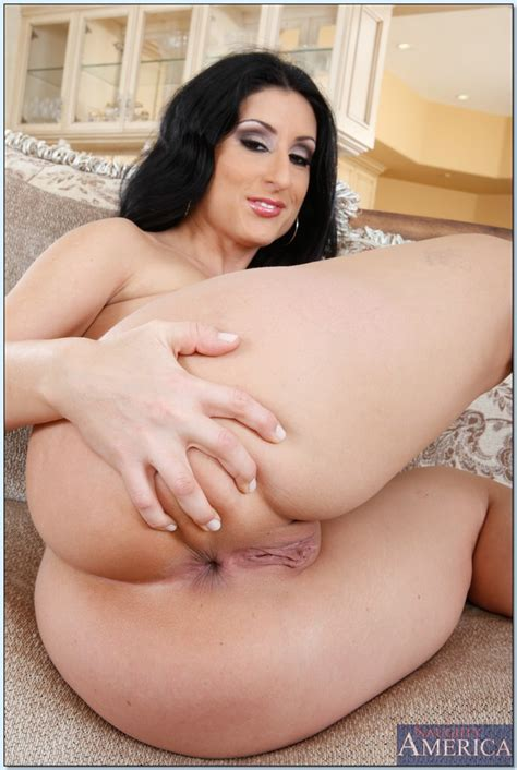 Latin Milf Luscious Lopez Showing Off Her Huge Round Booty
