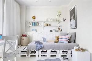 Bett Auf Paletten : diy bett und eigener designer nachttisch aus paletten ~ Michelbontemps.com Haus und Dekorationen