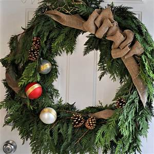 DIY Rustic Cedar Wreath (and the 2013 Canadian Wreath Hop