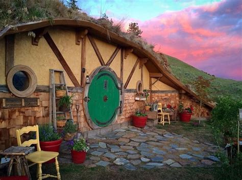 Woman builds an incredible hobbit home in a tiny hamlet ...