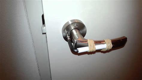 lock room door    open