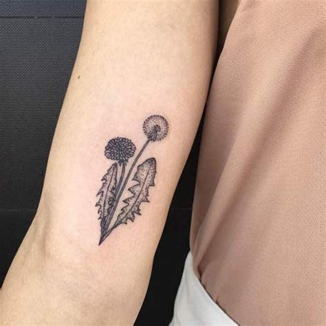 kleine tattoos am fuß 1001 inspirationen f 252 r ein cooles pusteblume