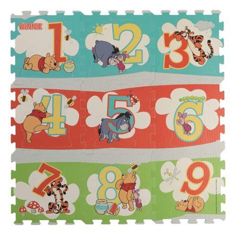 tapis de chambre winnie l ourson 9 dalles d 39 activité winnie l 39 ourson de babytolove tapis d