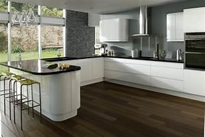 Graue Küche Welche Wandfarbe : farbe f r k che k chenwand in kontrastfarbe streichen ~ Markanthonyermac.com Haus und Dekorationen