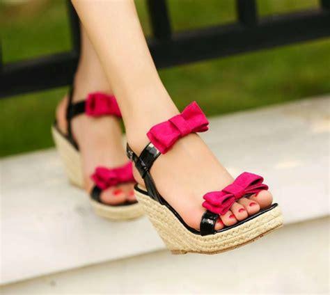 maedchen sandalen die sehr trendig im sommer  sein werden