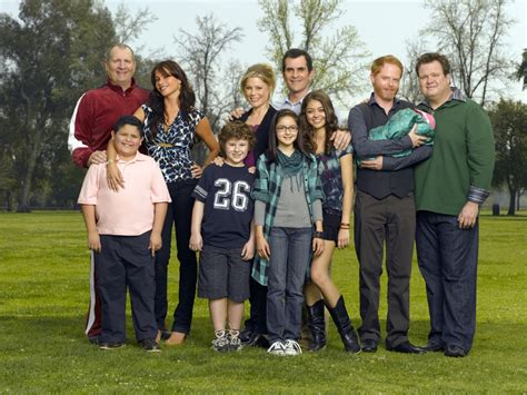 abc s modern family cast shooting season finale in