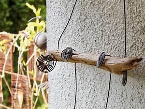 Osterdeko Aus Holz Selber Basteln : fr hlingsdeko aus schwemmholz und draht zum selber machen ~ Lizthompson.info Haus und Dekorationen