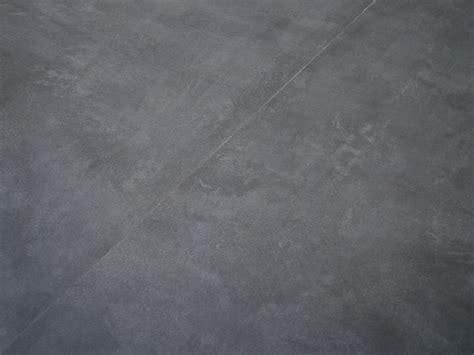 Vinylboden Wohnzimmer Dunkel by Vinylboden Berryalloc Pureloc Fliese Beton Dunkel Umbau