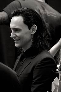 Tom Hiddleston as Loki on the set of Thor: Ragnarok | Loki ...