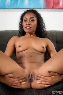 Hot Ebony Woman Took Off Her Clothes Photos Yasmine De