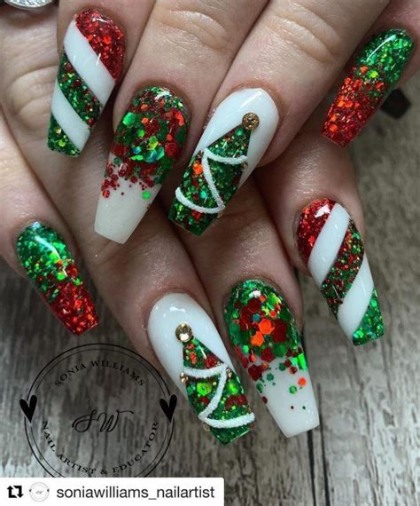 I am not great at manicure stuff by any means, but the polish goes on so evenly, lasts well, and looks so good that my friends think that i go to a. The Cutest and Festive Christmas Nail Designs for Celebration in 2020 | Festival nails ...