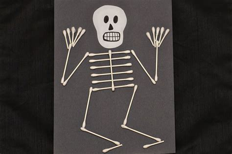 31 easy crafts for preschoolers thriving home 680 | q tip skeleton