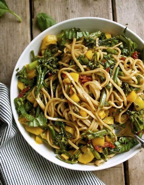 recette de cuisine thailandaise salade healthy salade de pâtes chaudes 11 salades