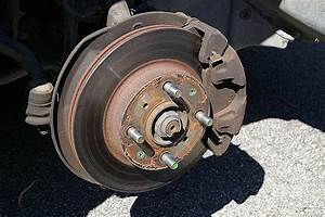 How Disc And Drum Brakes Work