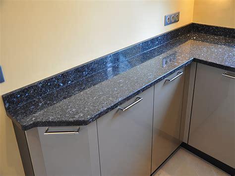hauteur id饌le plan de travail cuisine granits déco plan de travail en granit labrador bleu finition polie