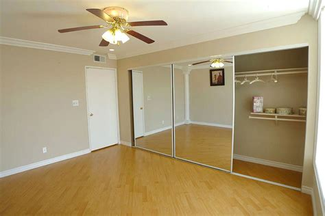 Minimalist Interior Design With Cheap Amazing Mirror