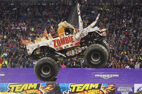 monster truck jam ta monster jam hamilton 2016 firstontario centre april 23