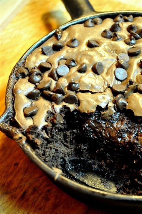 skillet desserts cast iron skillet brownies recipe chefthisup