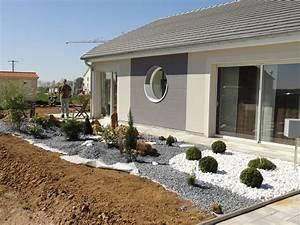 bordure de massif wikiliafr With idee amenagement jardin devant maison 12 conseils pour amenager une terrasse contemporaine