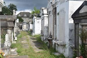 The Walking Dead: Cemeteries central to New Orleans ...