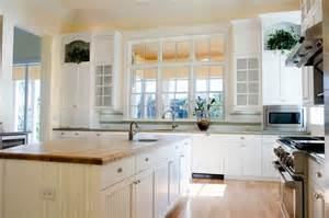 Best Kitchen Islands For Small Spaces 32 Spectacular White Kitchens With Honey And Light Wood Floors Pictures