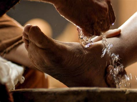 freebibleimages jesus washes  disciples feet