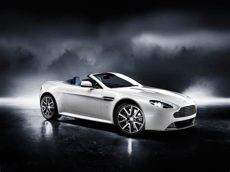 Luxury Cars : Aston Martin Sports Car 2011