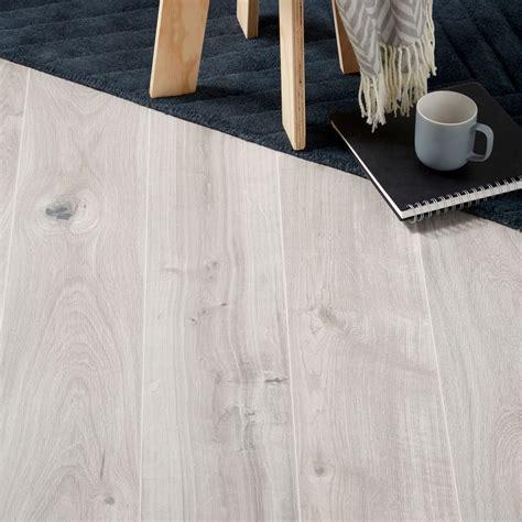 grey kitchen laminate flooring gladstone grey oak effect laminate flooring 1 996 m 178 pack 4078