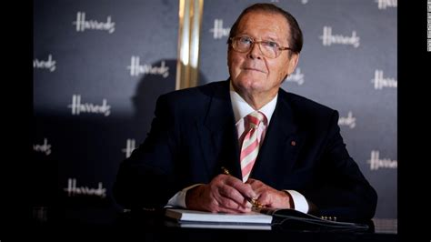 roger moore model roger moore 007 actor dies at 89 family says cnn