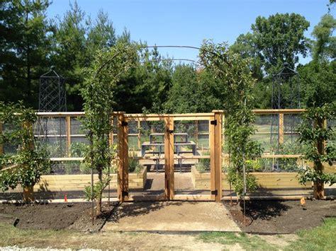 Garden Fence by Vegetable Garden Fence Ideas Vegetable Garden Fencing