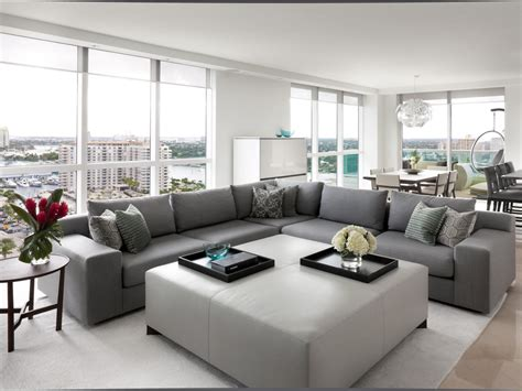 Grey Living Room Hgtv by 10 Gray Couches 1000 Hgtv S Decorating Design