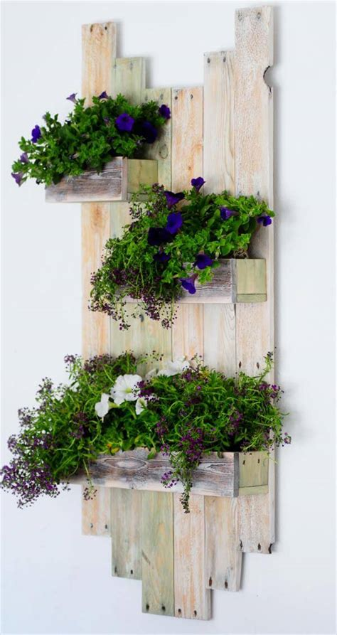 diy hanging planter diy reclaimed pallet hanging planter 101 pallets