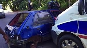 Carcasse De Voiture : une carcasse d gag e par la police vid o l 39 info kwezi ~ Melissatoandfro.com Idées de Décoration