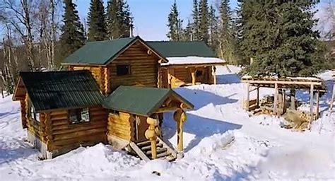 inspiring story   diy remote log cabin  alaska