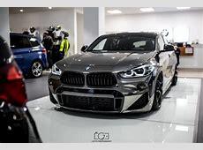 Tief glänzend BMW X2 Tuning von Maxklusiv mit Luftfahrwerk
