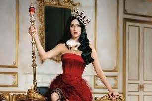 Katy Perry Releases Killer Queen Perfume