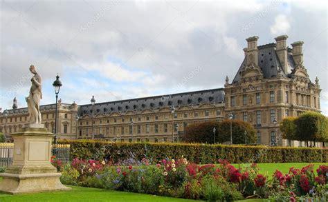 giardini louvre giardini delle tuileries a parigi foto editoriale stock