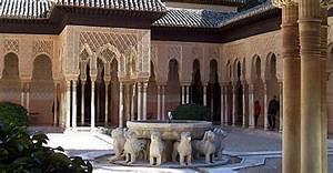 Palacio De Leones En La Alhambra De Granada